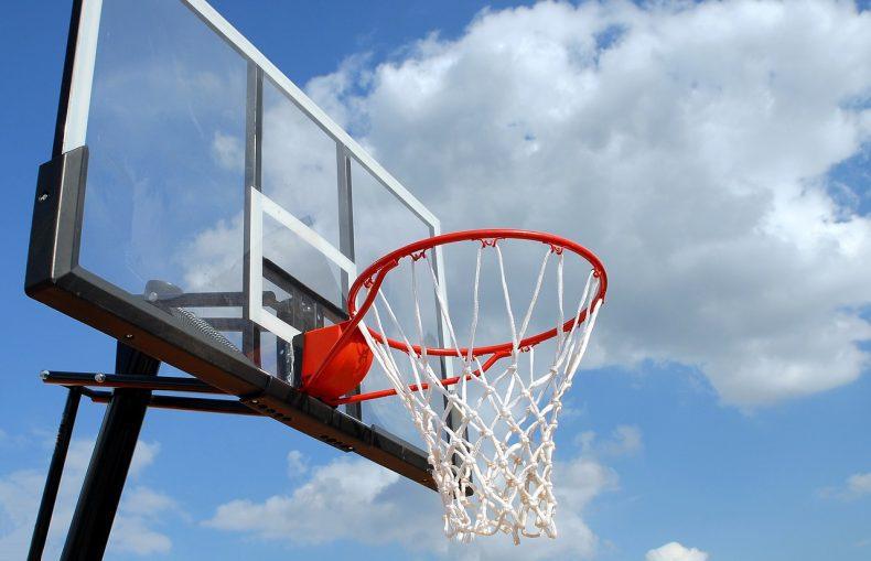איסור כניסה למגרש הכדורסל עקב מפגע בטיחות
