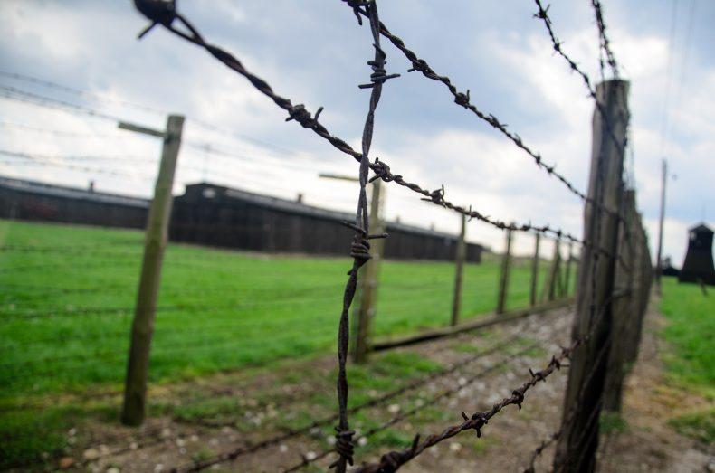 """יום הזיכרון לשואה ולגבורה התשע""""ז"""